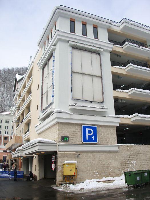 Одна из 4-х многоуровневых крыты парковок на гОрном кУрорте Роза Хутор
