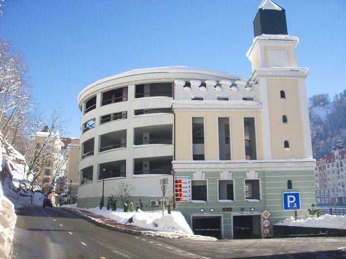 Гостевая многоуровневая крытая парковка Р3 на гОрном кУрорте Роза Хутор ) - вид со стороны въезда